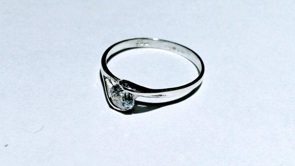 Imagen de Anillo solitario con circonia de plata 925 numero 0