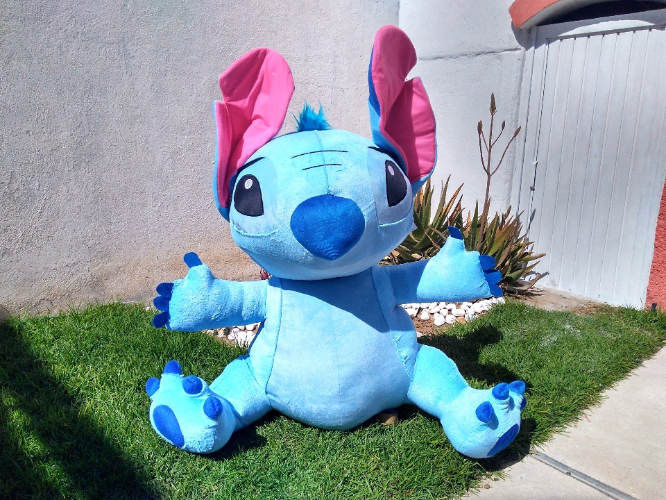 Imagen de Stitch de peluche gigante de 1 m sentado mas sus patas numero 1