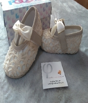 Imagen de Zapatos para bebe beige claro o blancos para bautizo mod590